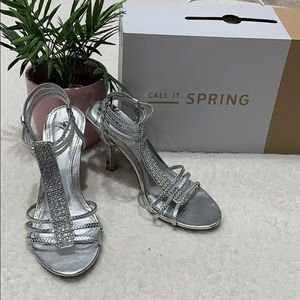 🔥🔥🔥 3/$20 Call it spring heals size 7
